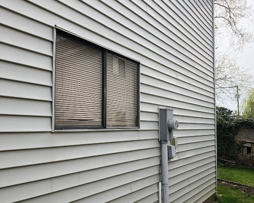Excellent results on a house washing with vinyl siding.
